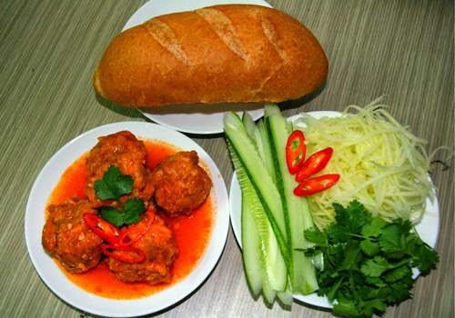 (Bánh mì xíu mại) - Vietnamese Sandwich with Meat Balls