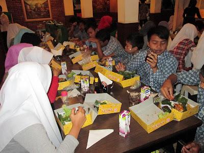Rumah Makan Ampera / Warung Nasi Ampera