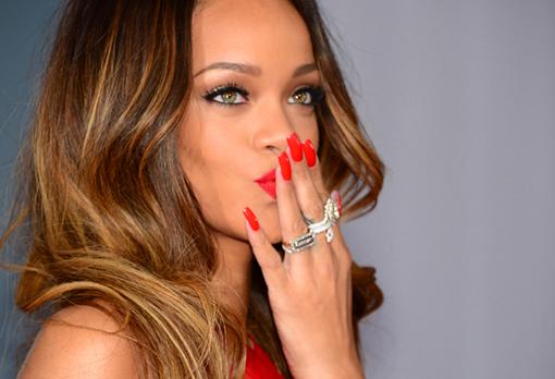 Rihanna Kentut-Video musik stay