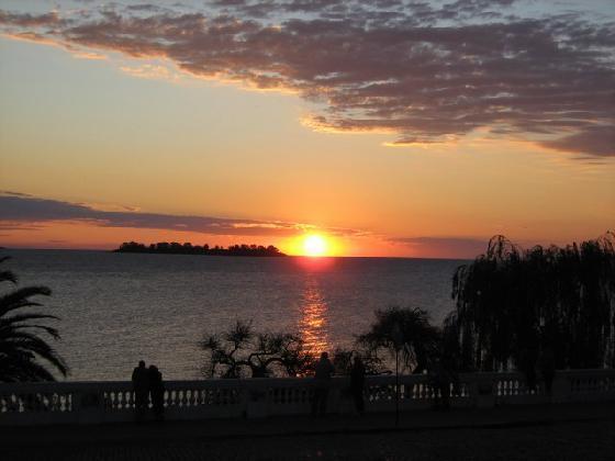 http://1.bp.blogspot.com/--ZvMTLANHnI/TaOsJK93r7I/AAAAAAAAALk/nUE1EA_6QaI/s1600/Colonia_Sunset-Colonia_del_Sacramento.jpg