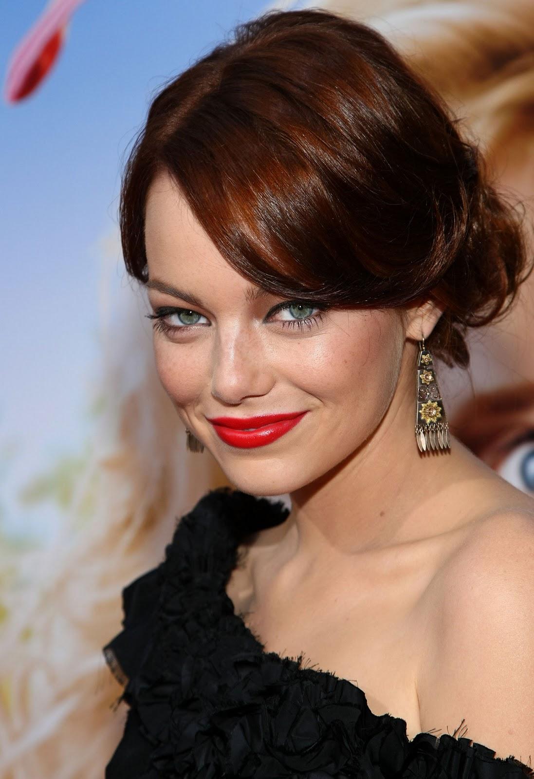http://1.bp.blogspot.com/--_1SwvDhlWM/TnjTxYxgKeI/AAAAAAAAAFc/LdTAGm_Gh-Q/s1600/emma-stone-red-carpet-pretty-dress-bright-red-lipstick.jpg
