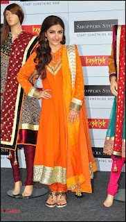 Soha Ali Khan Pictures at Shoppers Stop's Salwaar Kameez
