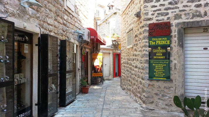 Бутики и кафе в Старом городе, Будва, Черногория