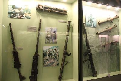 Exposicion de armas en el museo de la Guerra de Vietnam