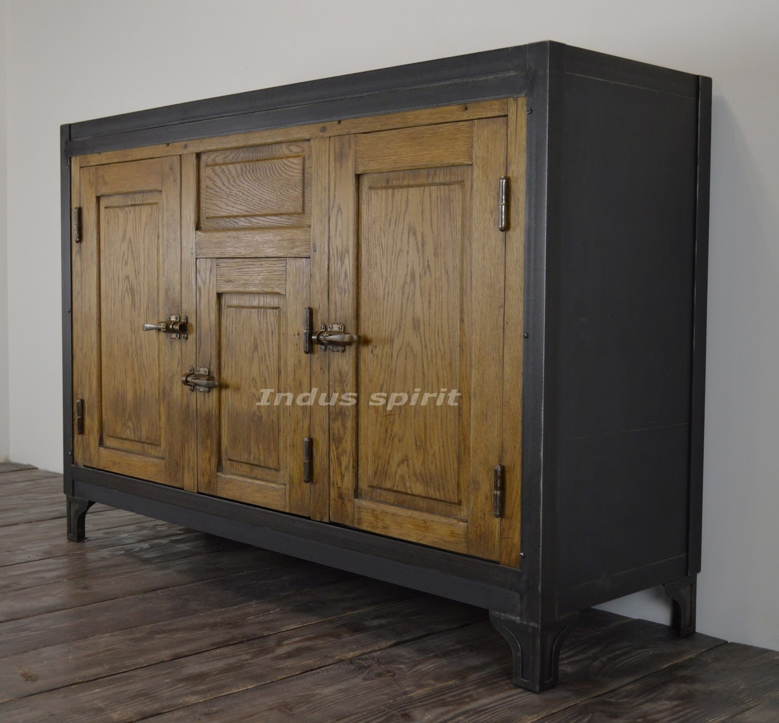 buffet vintage m tal et bois. Black Bedroom Furniture Sets. Home Design Ideas