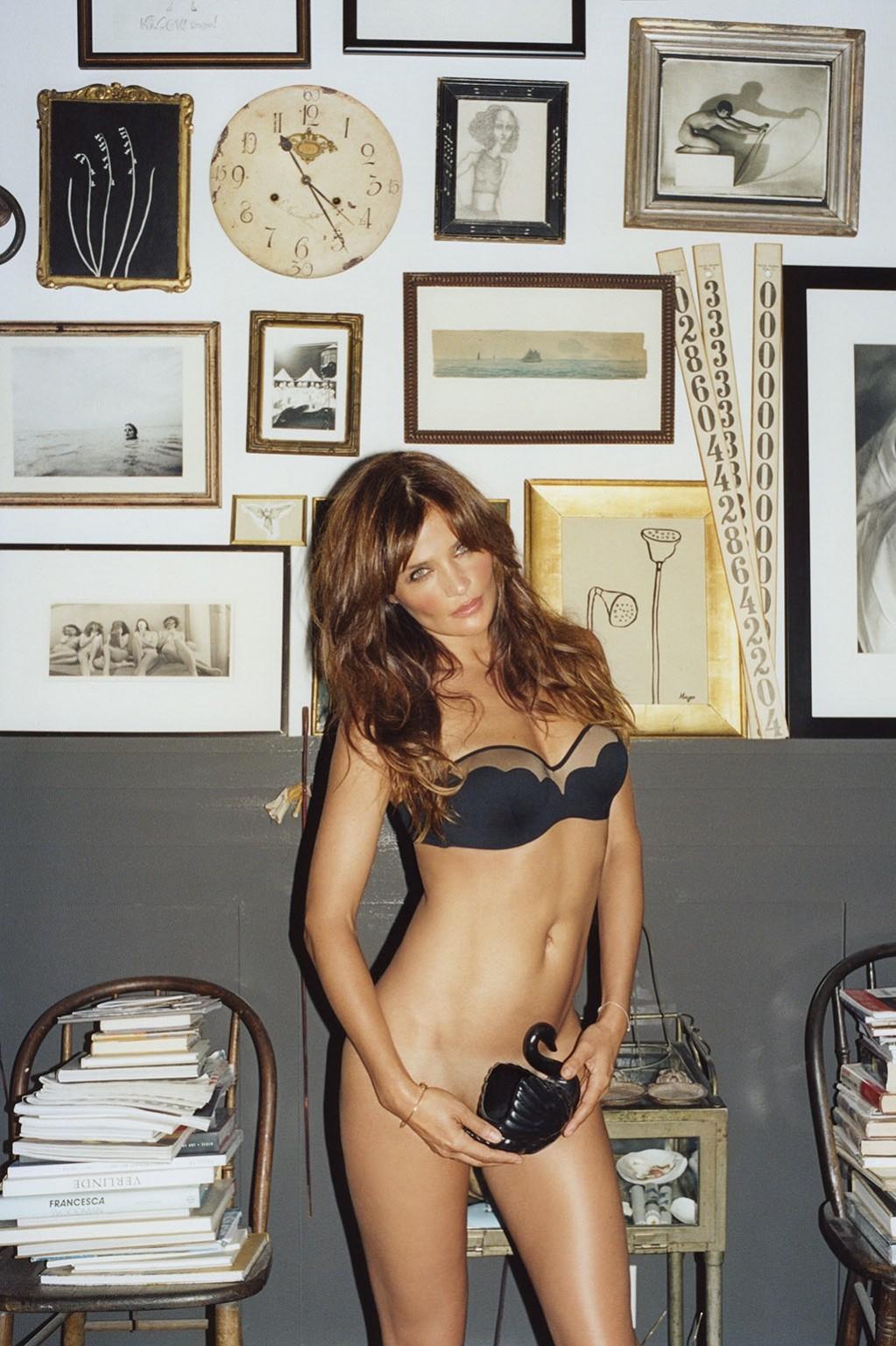 http://1.bp.blogspot.com/--_tXZOzawfM/Ud_Iq7yynJI/AAAAAAABIBk/nQor11gvXIE/s1600/Helena+Christensen+Fully-Naked-For+FutureClaw.jpg
