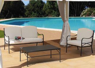 Arredamento in ferro battuto per il giardino i mobili in for Salotti in ferro battuto per esterni