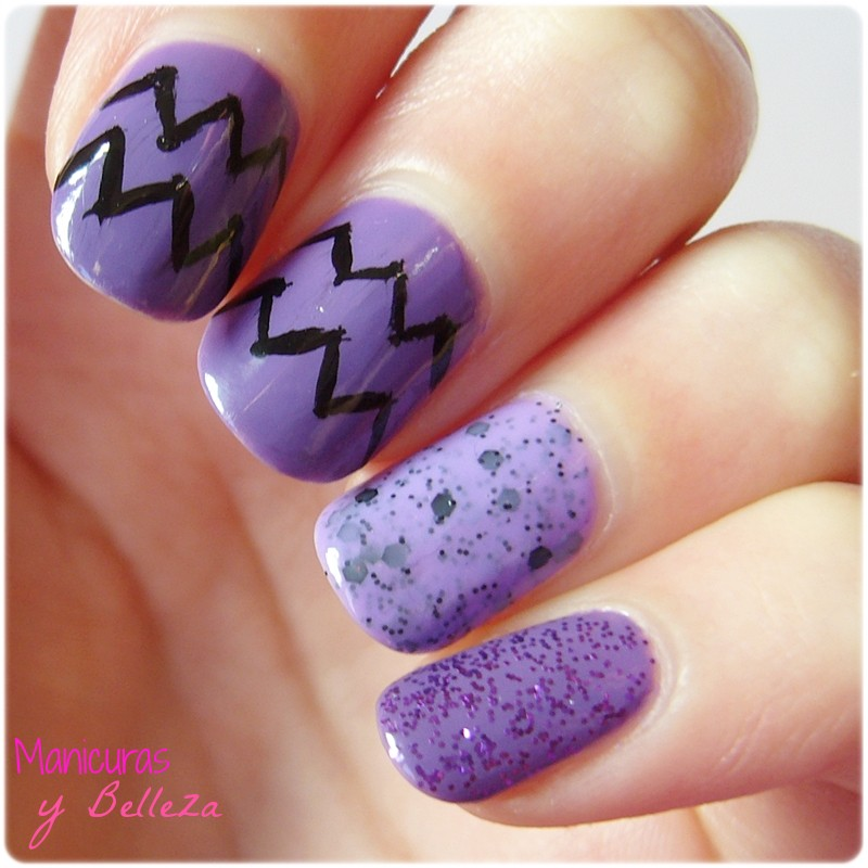 Manicura en morado con chevron y glitter Yes Love nail art nails uñas lilas easy fácil