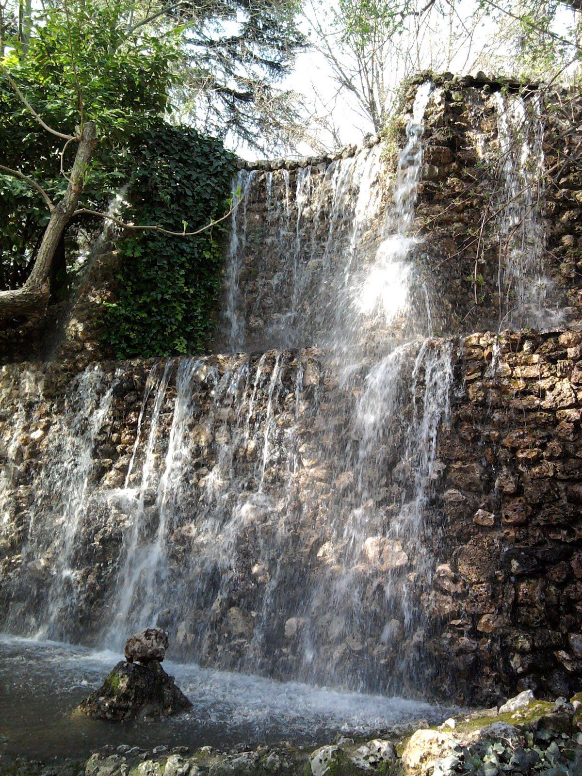 Visiones desde madrid la cascada del parque de la quinta for Piscina fuente del berro