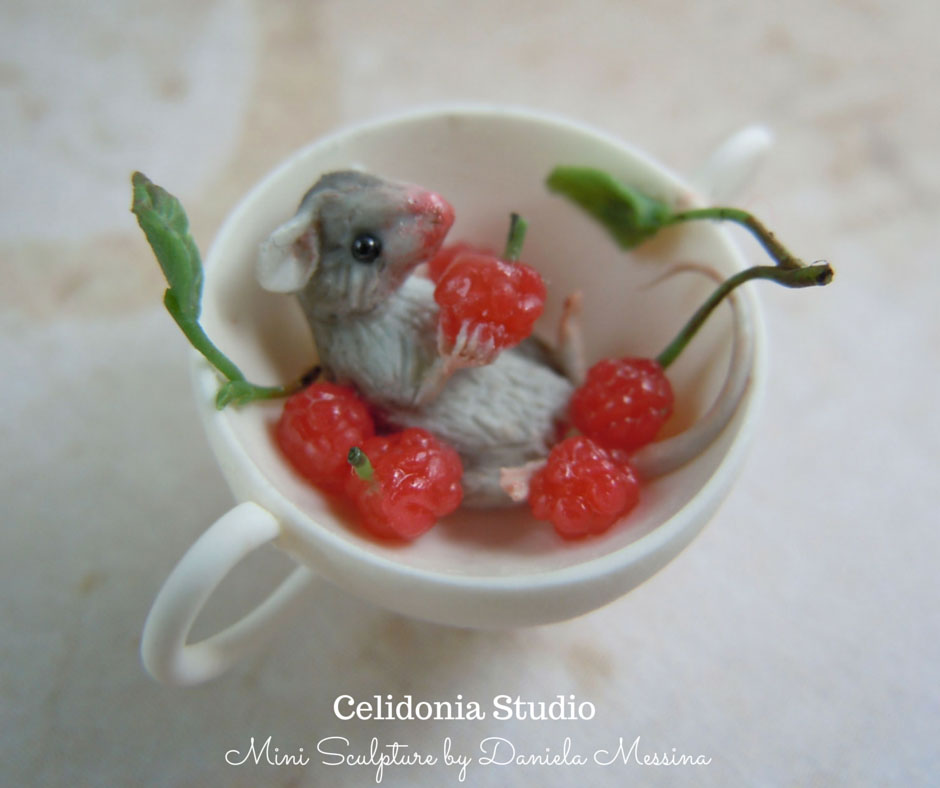 Raspberries Mouse 1/12 - Polymer Clay Mini Sculpture by Daniela Messina