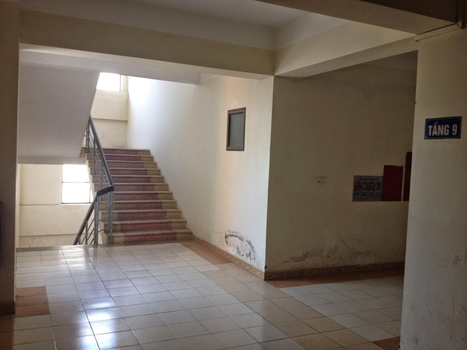Hành lang căn hộ chung cư giá rẻ C5 Khu Đô Thị Mỹ Đình 1