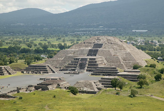 Pyramids Teochihuacan