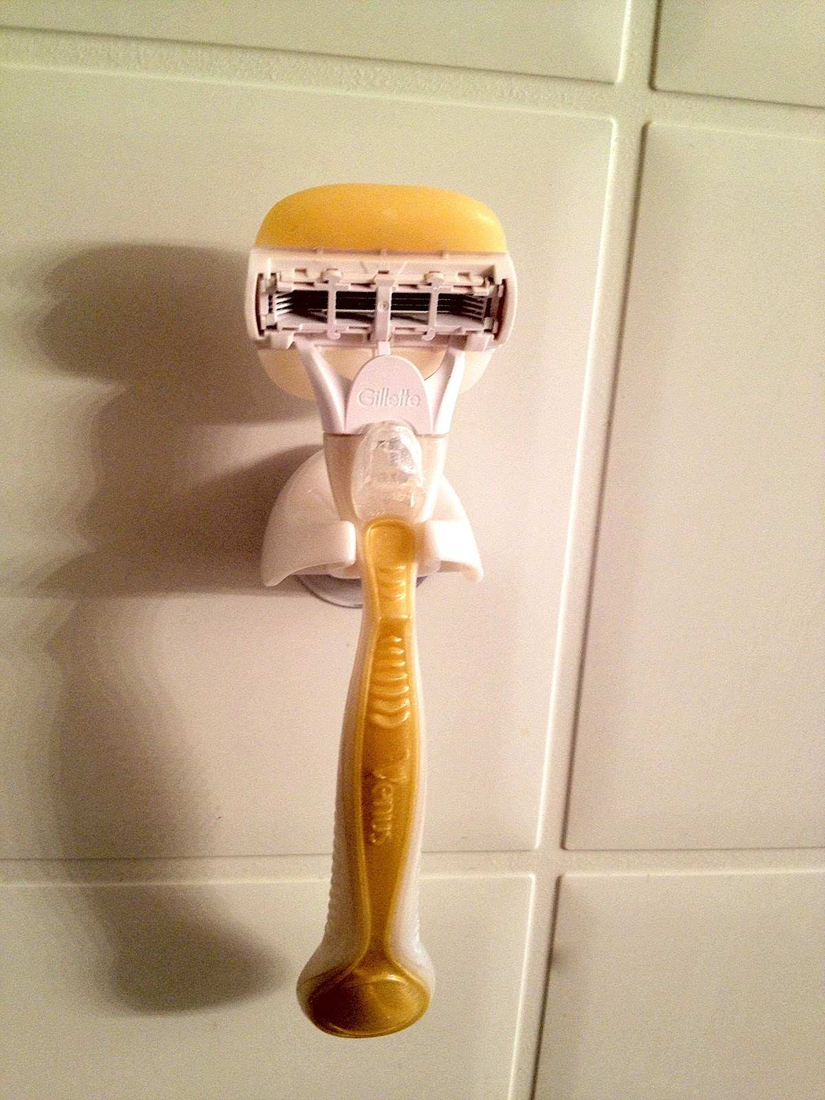 what lola wants product review gillette venus olay razor. Black Bedroom Furniture Sets. Home Design Ideas