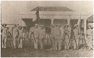 Soldados españoles con heliógrafos