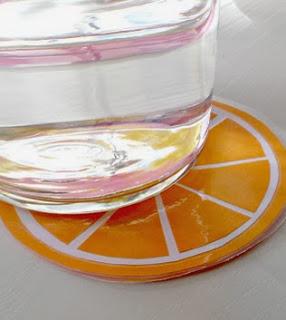 http://www.elrincondelascosasbonitas.com/2013/08/posavasos-con-forma-de-citricos.html