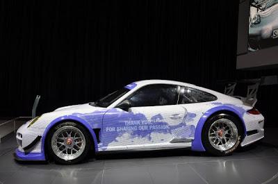 Porsche-911-GT3-R-Hybrid-Facebook-Front-Side-Airbrus