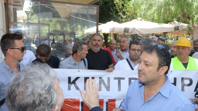 Γιούχαραν τον Κατρούγκαλο στο Ηράκλειο: «Πάρτε τα μνημόνια και φύγετε από δω»
