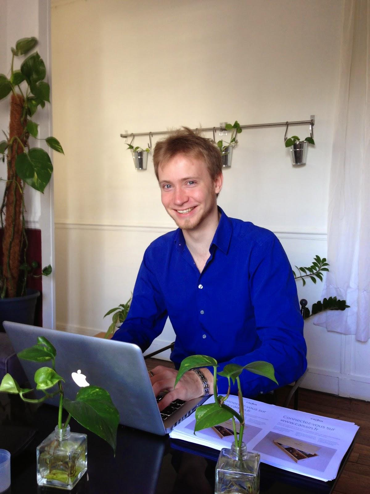Marc dans son bureau chez Caissin