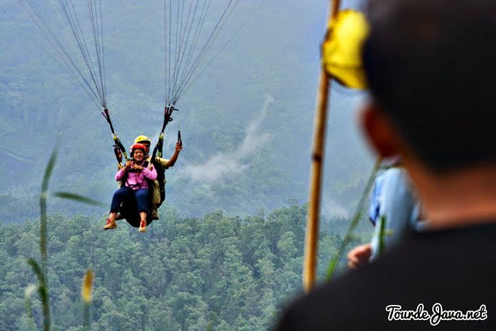 terbang tandem di gunung banyak