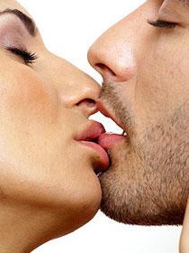 Как научиться целоваться девушке в домашних условиях