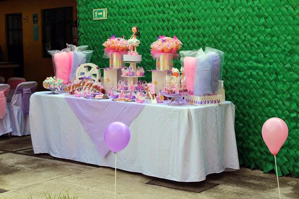 mesa de dulces y recuerdos para primera comunión
