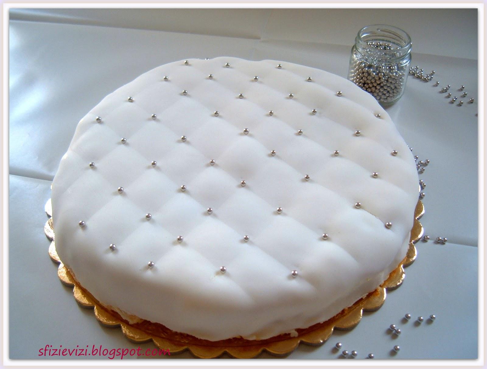 Torta con pasta di zucchero senza glutine