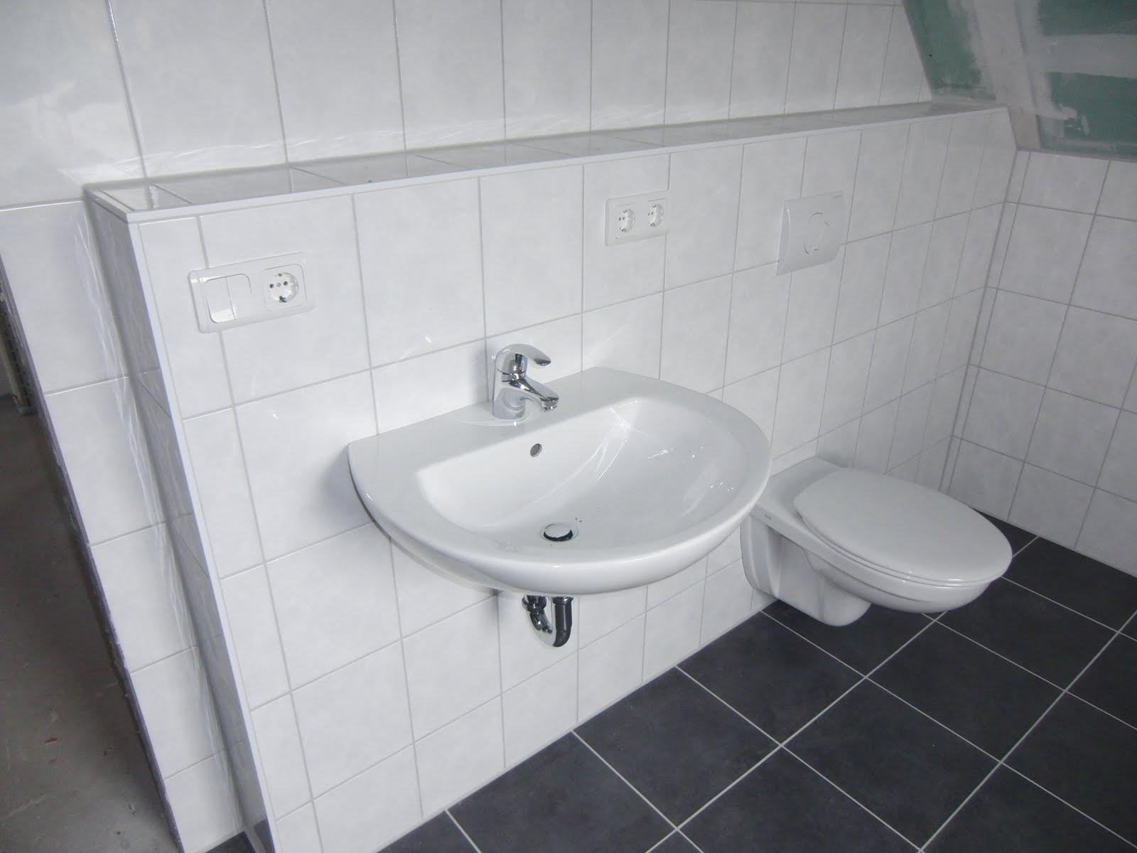 Wunderbar Fesselnd Uns Fiel Nur Auf Das Einige Fliesen Im Gäste WC Noch Fehlen. Da  Müssen
