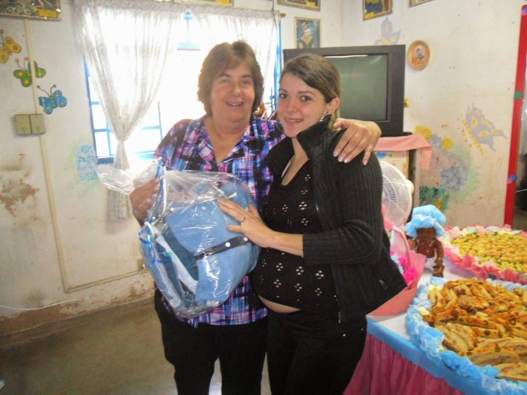 Secretária Graça Granito entrega kits de enxovais a gestantes