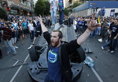 На фото: фанаты на улицах Ванкувера