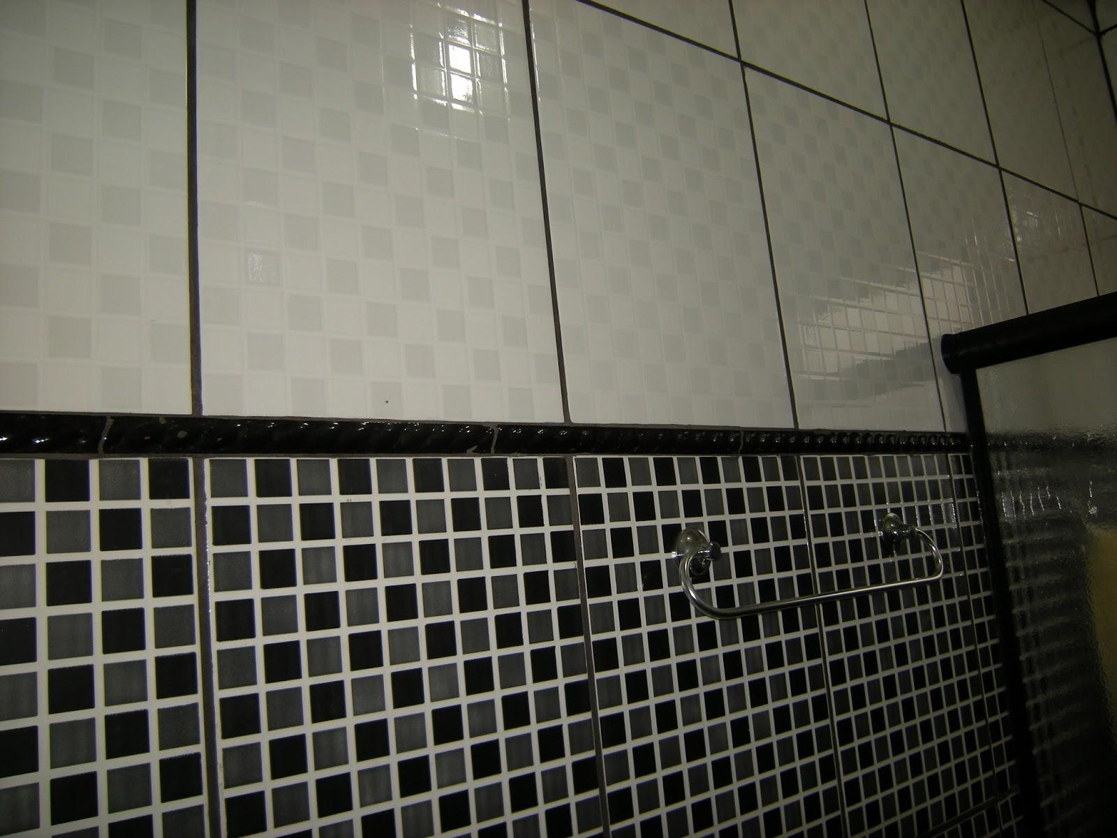 quero colocar uma cuba e um espelho com dois nichos branco #575444 1600x1200 Banheiro Com Piso Preto E Revestimento Branco