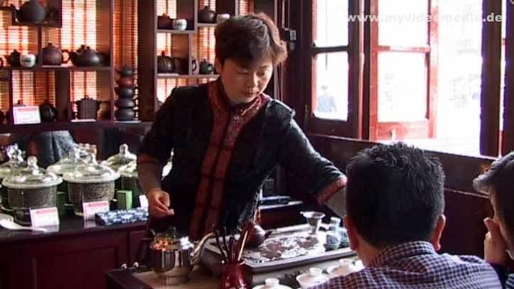Huxinting tea house - tea preparation