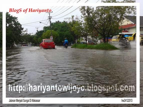 Jalanan Menjadi Sungai Di Makassar