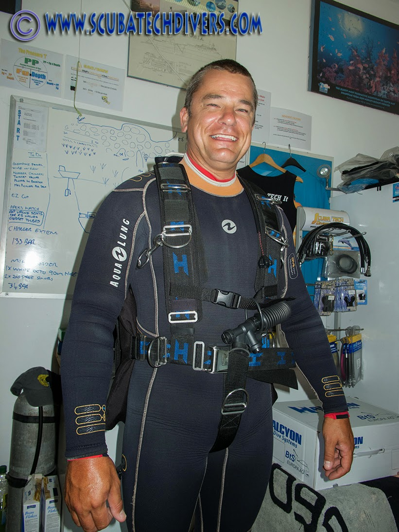 sidemoutn instructor wears the halcyon contour system