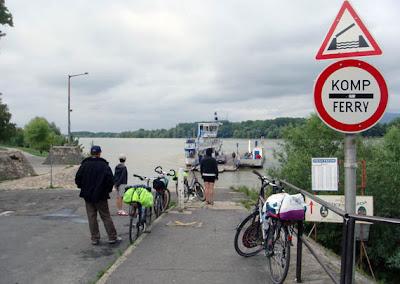 esperando un ferry húngaro (2010)