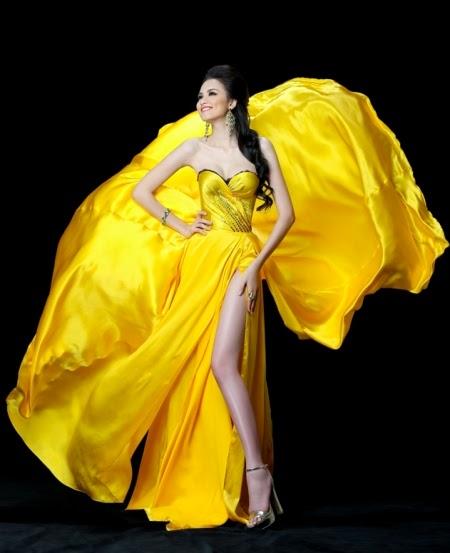 Diễm Hương khoe chân dài trong bộ váy áo cực lộng lẫy