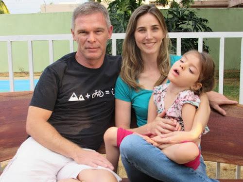 Vida nova, dizem pais de menina que há 2 anos usa o canabidiol