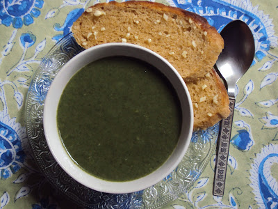 creamy garlicky spinach soup .. low fat version...