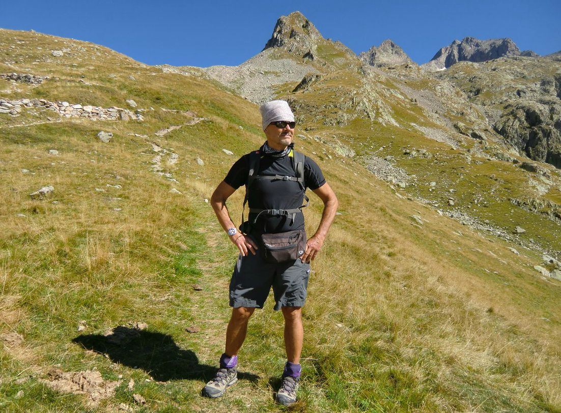 On the trail to Col de Fenestre