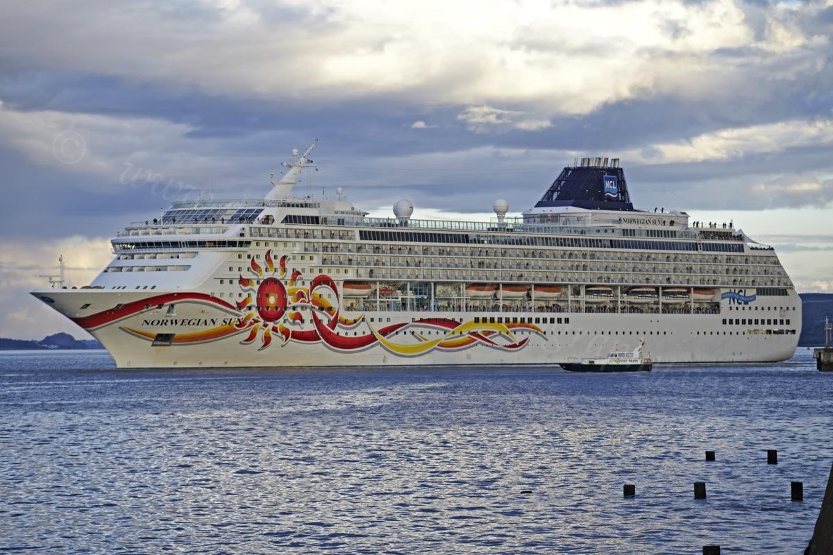 Dougie Coull Photography Norwegian Sun Cruise Ship At Greenock - Cruise ships at greenock