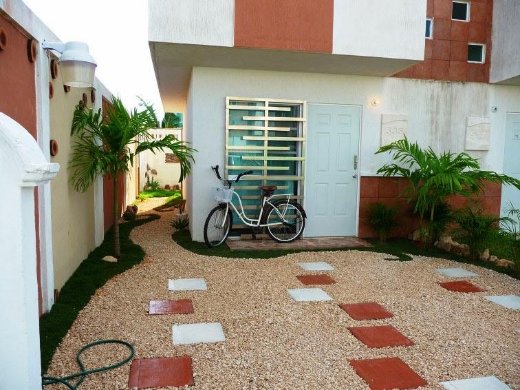 Jardín creativo con pasto, gravilla y bambú · Diseños para patio ...