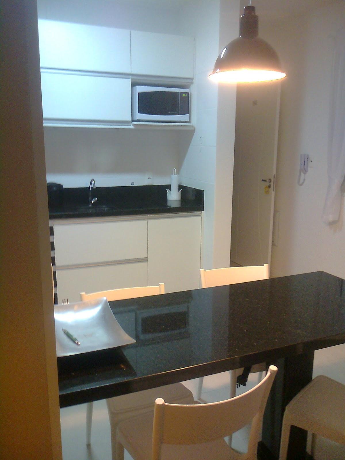 móveis sob medidas: Cozinha com fogão de embutir e passa prato #644725 1200 1600