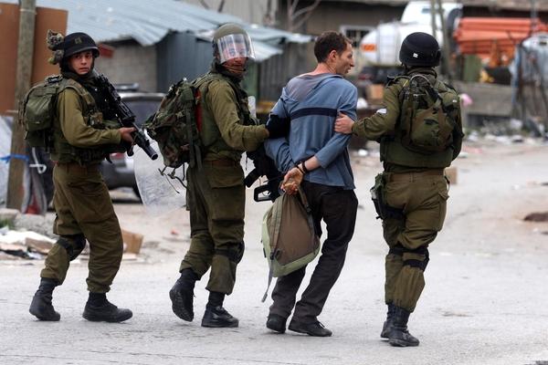 الشرطة الإسرائيلية تعتقل 21 فلسطينيا في القدس خلال ساعات الليل.