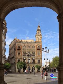 Sevilla - Edificio de Telefónica desde el Arquillo del Ayuntamiento