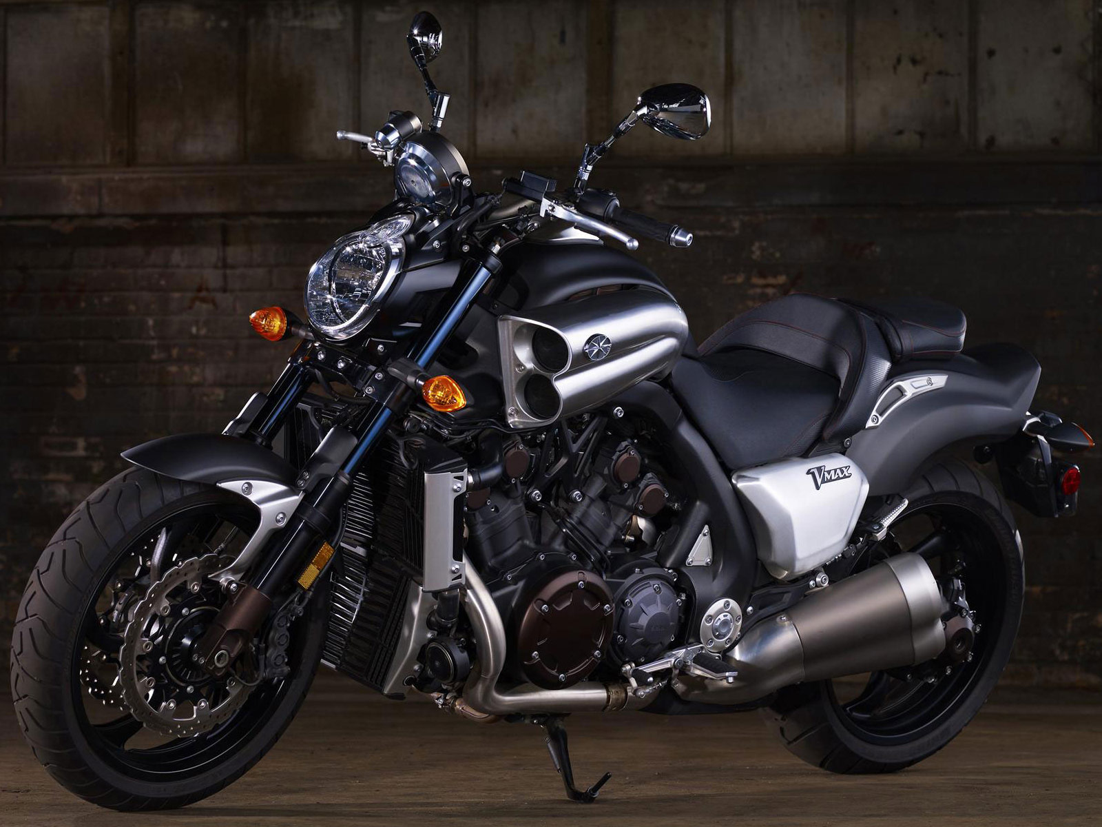 Auto Tech 2012 YAMAHA VMAX / VMX17 Review Pictures Collection