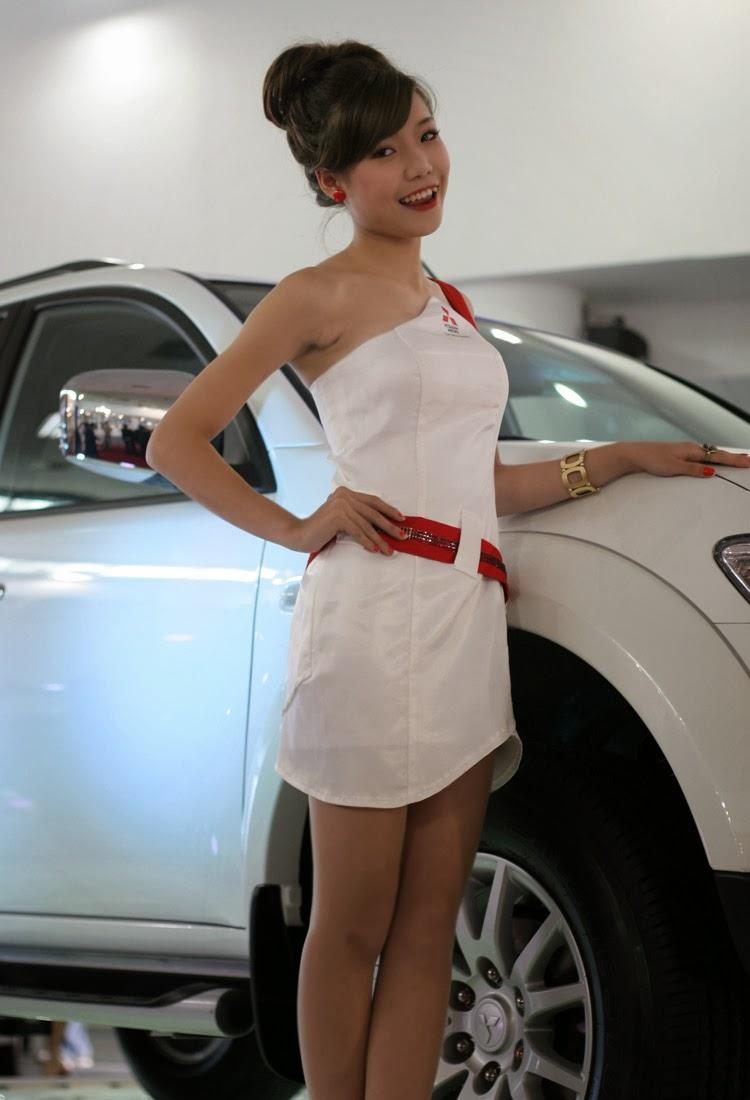 Ngắm chân dài khoe sắc tại Việt Nam Motor Show