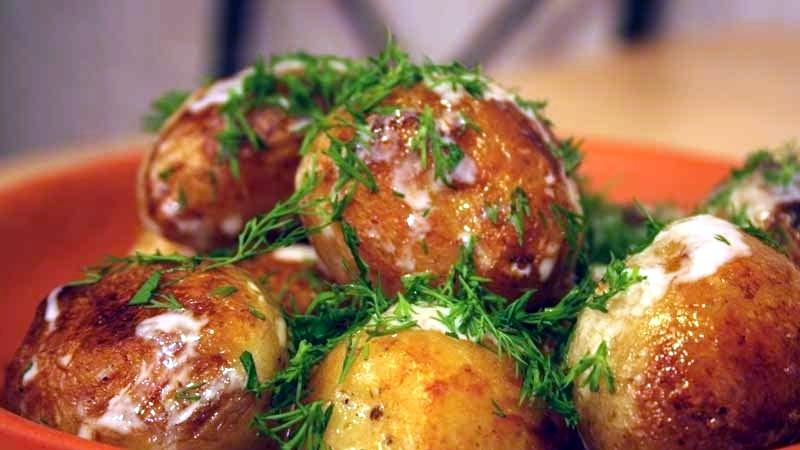 Молодая картошка с укропом и чесноком - Ресторан дома
