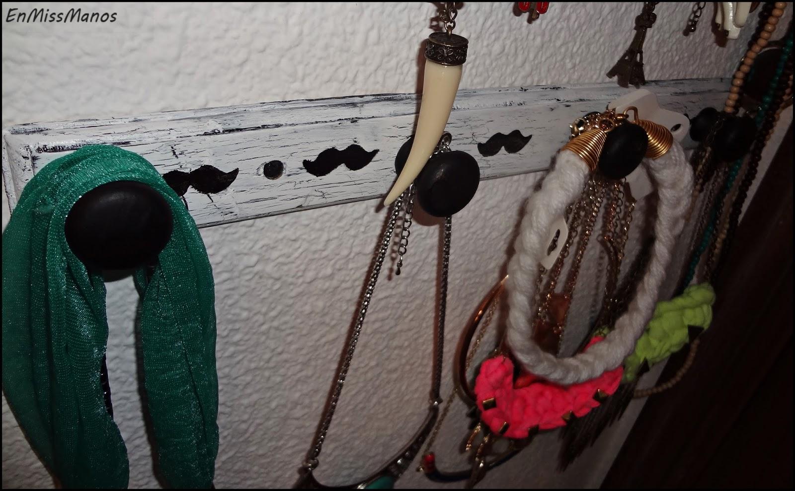 En miss manos perchero como colgador de collares - Percheros para collares ...