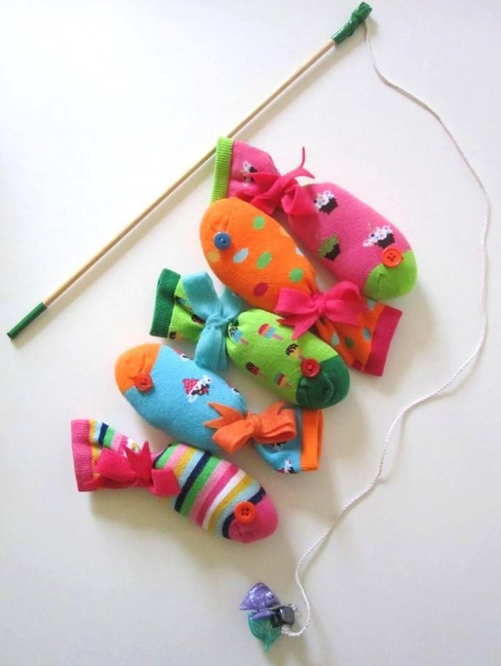 Favori 6 idées fun et colorées pour recycler les chaussettes orphelines MV35