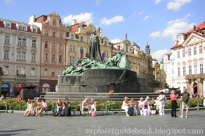 Jan Hus Memorial Old Town Square Prague Ceko