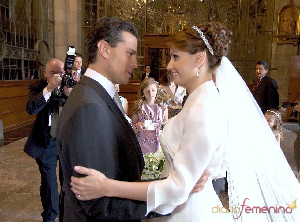 Red carpet wedding ang lica rivera and enrique pe a nieto - Peinados de famosos ...